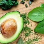 Avokado on kesäsalaattien ehdoton raaka-aine – terveyshyötyjä riittää
