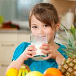 Nämä tavat lisäävät lapsen ylipainoriskiä – tarkkaile proteiinin määrää!