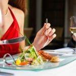 Syötkö paljon ulkona? Näin voit leikata kalorien määrää