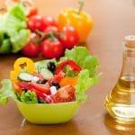 Teetkö salaatistasi vahingossa kaloripommin? Varo tätä mokaa
