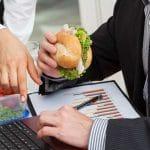 4 tapaa laihduttaa töissä – tee nämä muutokset rutiineihisi
