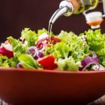 Salaattia lautaselle – ja öljyä myös!