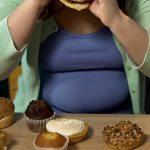 Ahmimishäiriö ylipainon taustalla? Jopa joka kolmas ylipainoinen ahmii holtittomasti